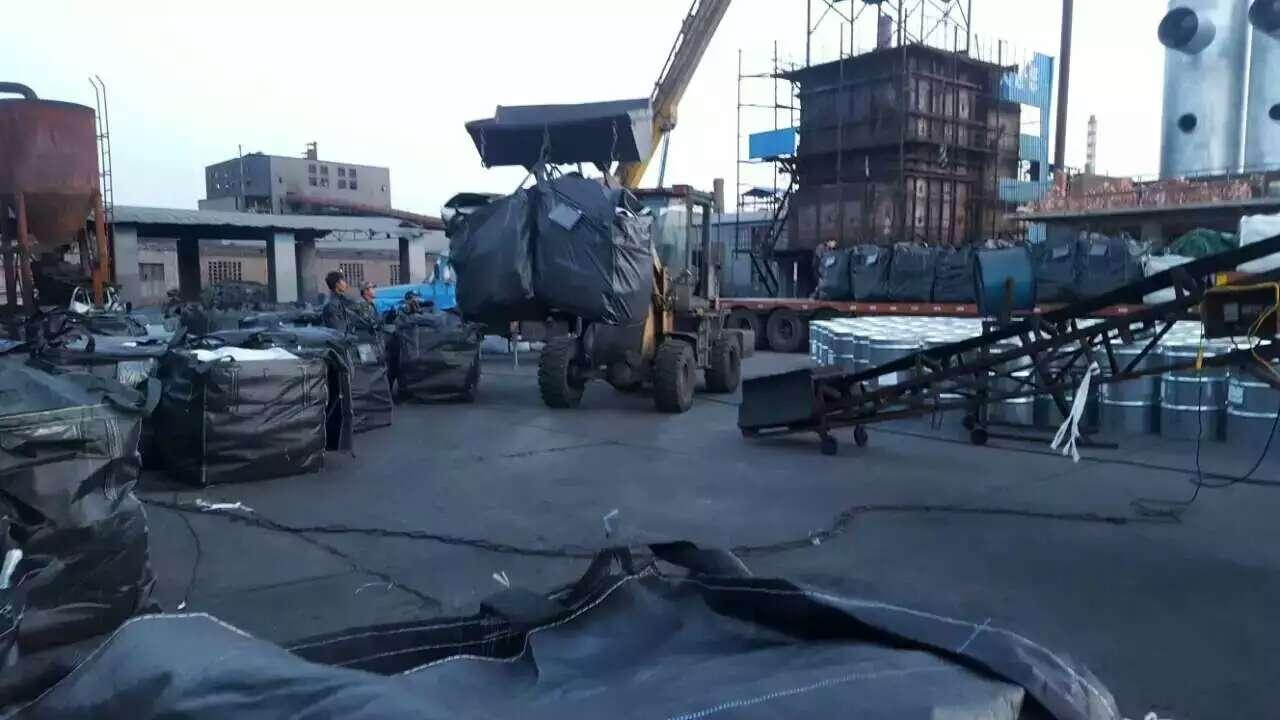 椰壳活性炭装货现场